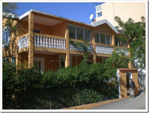 Что лучше забронировать для отдыха на море : виллу или апартамент в Черногории?