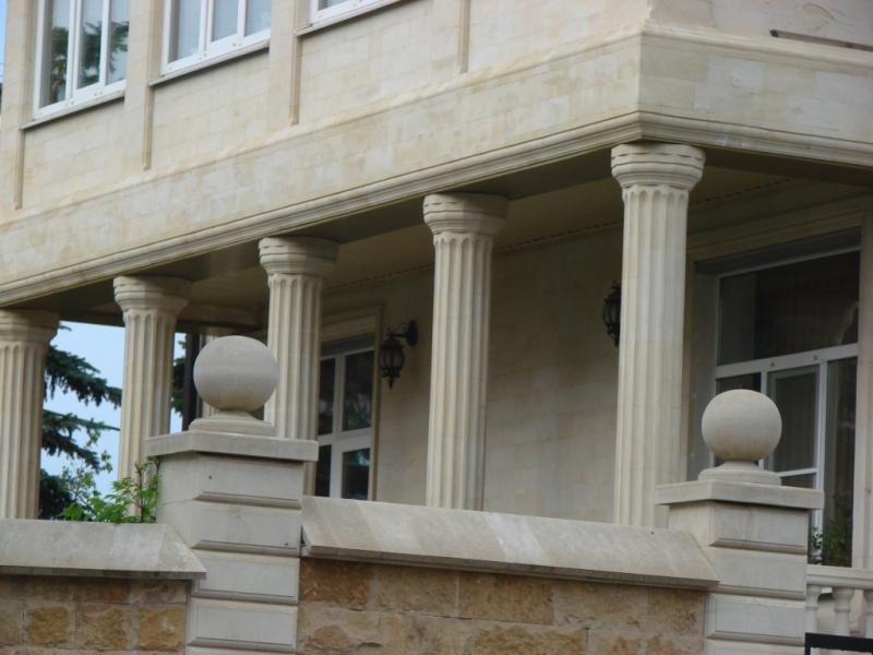 Монтаж колонн из камня