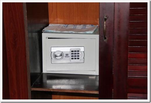 Как пользоваться сейфом в отеле?